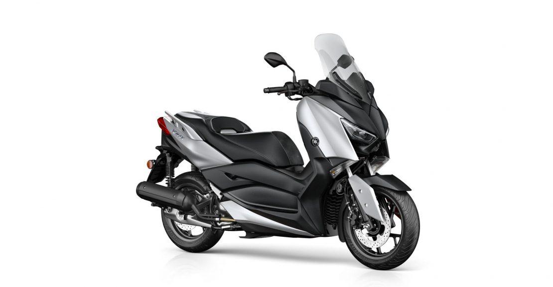 2020-Yamaha-XMAX125-EU-Blazing_Grey-Studio-001-03 Motokomplex