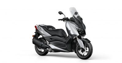 2020-Yamaha-XMAX300-EU-Blazing_Grey-Studio-001-03 Motokomplex